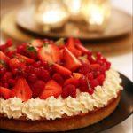 Gâteau d'anniversaire aux fruits rouges